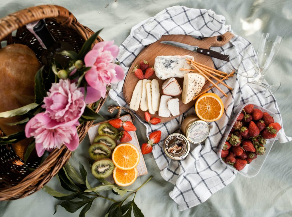 Imagen de chica en picnic: 15 mitos sobre la intolerancia a la lactosa